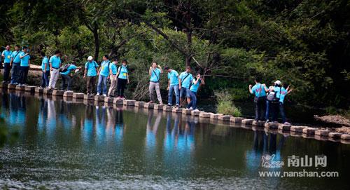 9月16日,三亚南山景区导游